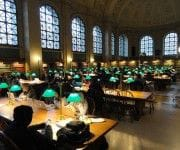 Boston Bibliothek: Studieren am Laptop