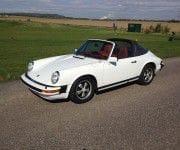 Top 10: Die besten Tipps zum Autoverkauf - Ein Auto am Straßenrand geparkt - Porsche