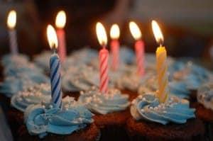 Ein Geburtstagskuchen gehört zum Feiertag dazu