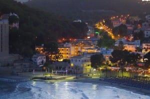 Ansicht von Peguera bei Nacht