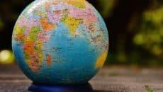 Die Top 10 der flächengrößten Staaten der Welt - Eine Nahaufnahme von einem Ei - Die heilige Bibel